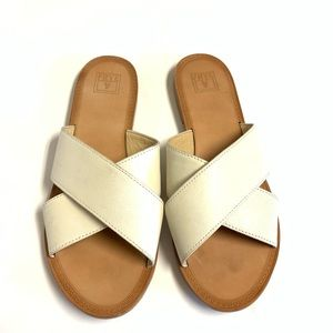 Frye Ally White Cross Front Leather Sandals 8.5